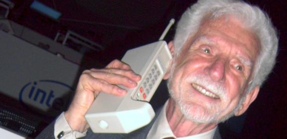 DRING  DRING….. ECCO LA PRIMA TELEFONATA CON IL CELLULARE