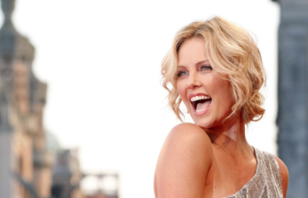 CHARLIZE THERON, L'INTELLIGENZA E' BELLA
