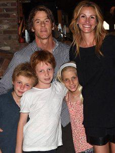 julia-roberts-family-Daniel Moder-Julia_Roberts_2011-actress_julia_roberts-