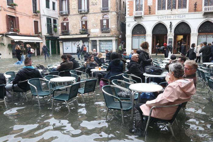 Veneziani-sfiniti-rassegnati-alluvione-2019