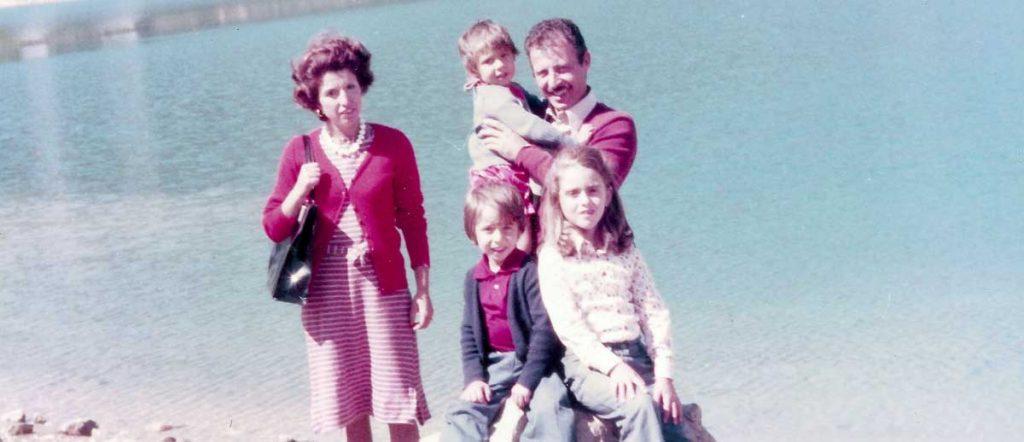 Paolo Borsellino con la sua famiglia. Nella foto Manfredi è il bambino seduto a sinistra