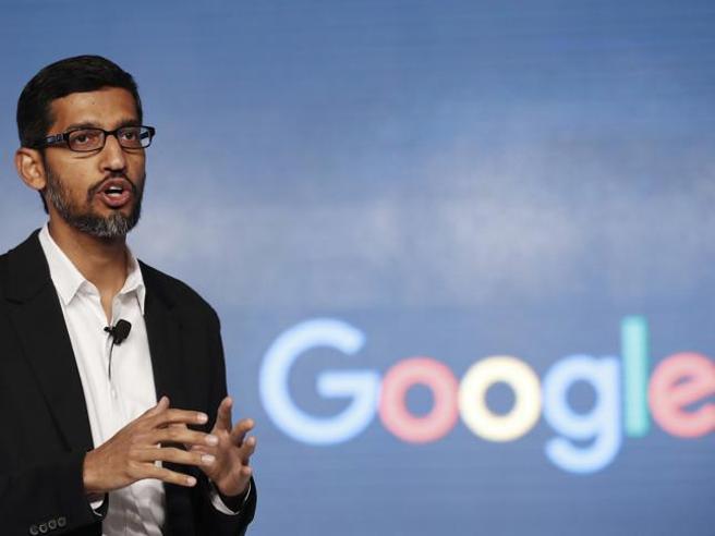 Pichai Sundararajan (in tamil சுந்தர் பிச்சை; Madurai, 10 giugno 1972) è un dirigente d'azienda indiano naturalizzato statunitense, amministratore delegato di Google Inc. dal 2 ottobre 2015 e di Alphabet dal 3 dicembre 2019.
